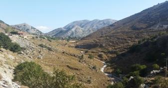 Carretera desde la costa norte hacia la sur a través de las montañas