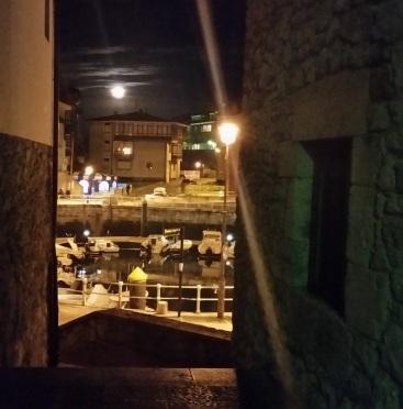 Puerto de Llanes desde un callejón