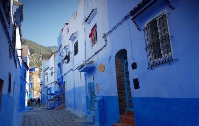 Calle en diferentes tonalidades azules de Chefchauouen