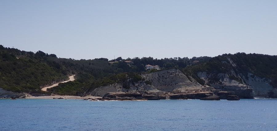 Playa de Plani, una de las pocas de la costa occidental de Paxos, en su punta norte