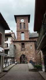 Puerta de Notre Dame que separa las calles de Ciudadela y España
