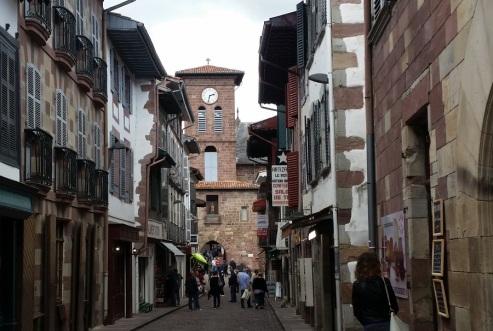 Rue d'Espagne y Porte de Notre Dame sobre el Nive hacia la Rue de la Citadelle