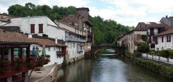 Puente medieval sobre el Nive en Saint Jean Pied de Port
