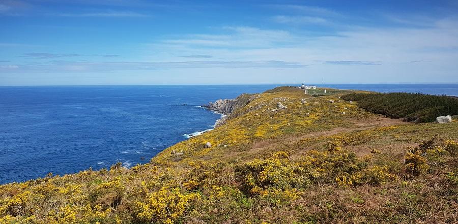 A Coruña, Cabo y Faro de Estaca de Bares, con el océano Atlántico a la izquierda y el mar Cantábrico a la derecha