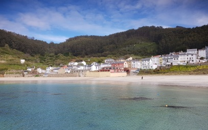 O Porto de Bares y su playa de la Concha, en A Coruña