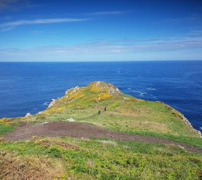 Desde el Faro de Estaca de Bares, paseo y pradera hasta el extremo