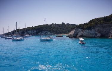 Boca de la playa de Voutomi, Antípaxos, Grecia