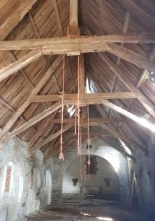 Techumbre de madera y nave de la iglesia de A Paicega