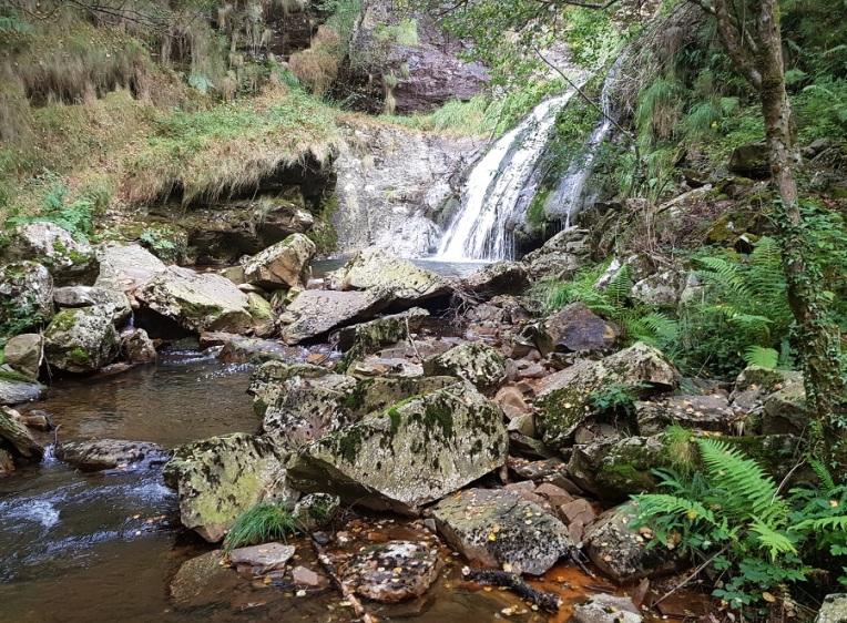 La cascada de Morlongo, del río Vilanova, en Villanueva de Oscos