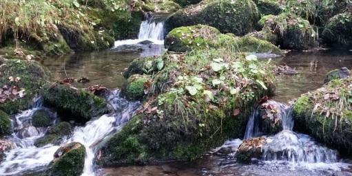 Saltos de agua y poza en el río Infierno, Piloña
