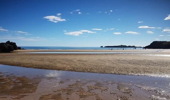 Playa de Cuarezo, desde la desembocadura de la ría de de Queijo o Joyel, en bajamar