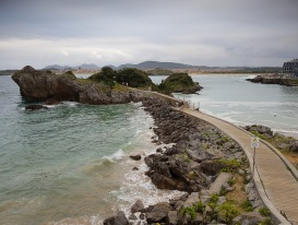 """La pleamar se come la playa """"a mar abierto"""" y llena el tubo de El Sable, Isla"""