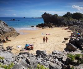 """Isla, Cantabria, playa """"a mar abierto"""", al lado de El Sable, con bajamar"""