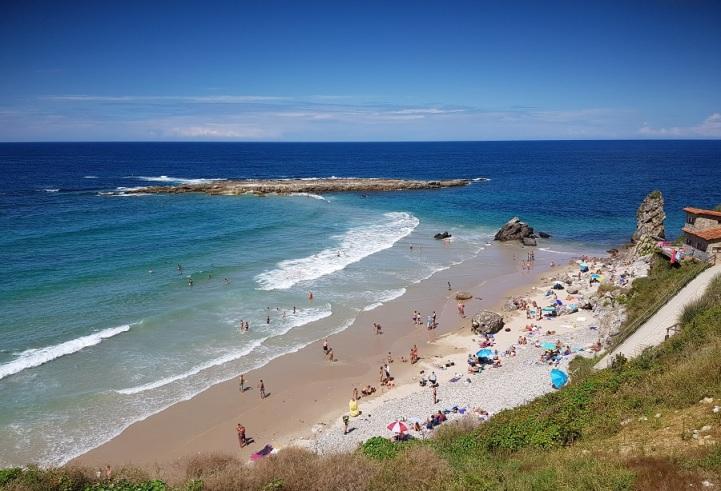 Playa de Amio y lastras de Pechón con pleamar, Cantabria