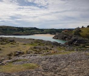 Ría de Castellanos y playa de La Arena desde la Ojerada de Ajo