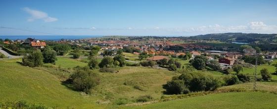 Vista de Ajo pueblo, de todo el cabo y del río Campiazo formando la ría de Castellanos