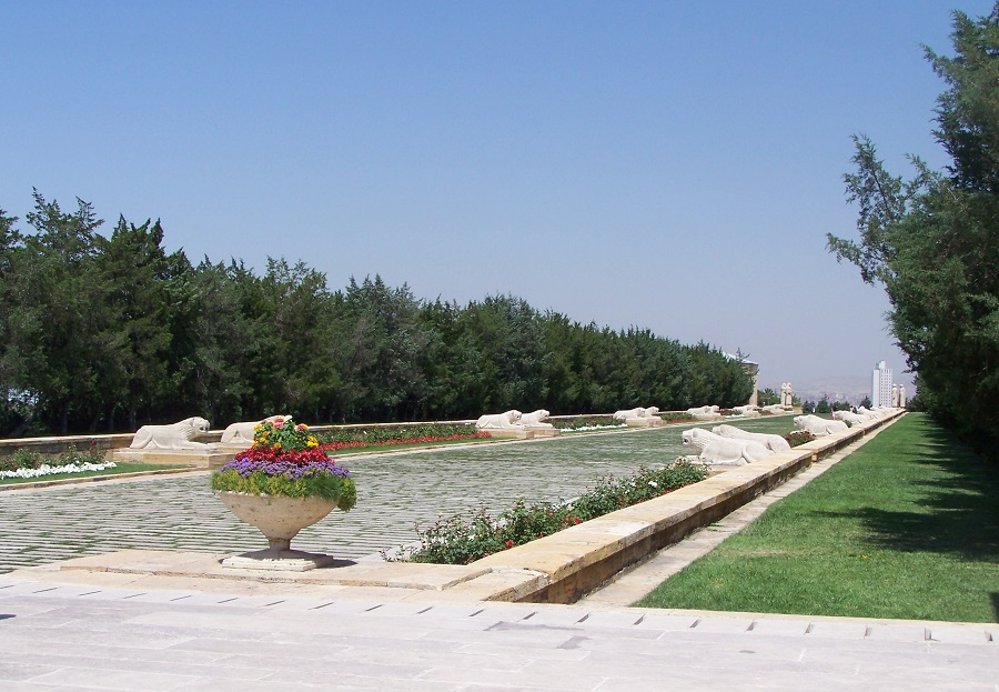 Paseo de los Leones de Anitkabir, en el monumento en torno a la tumba de Atatürk, Ankara, Turquía
