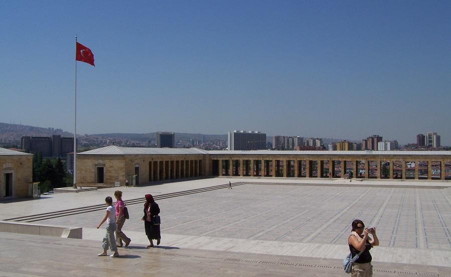 Atrio del monumento Anitkabir para la tumba de Ataturk, Ankara, Turquía