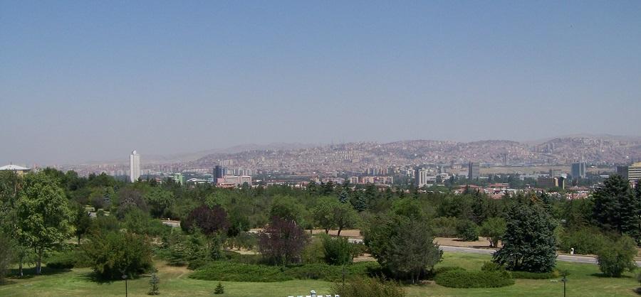 Vistas de Ankara desde los jardines de Anitkabir, Ankara, Turquía