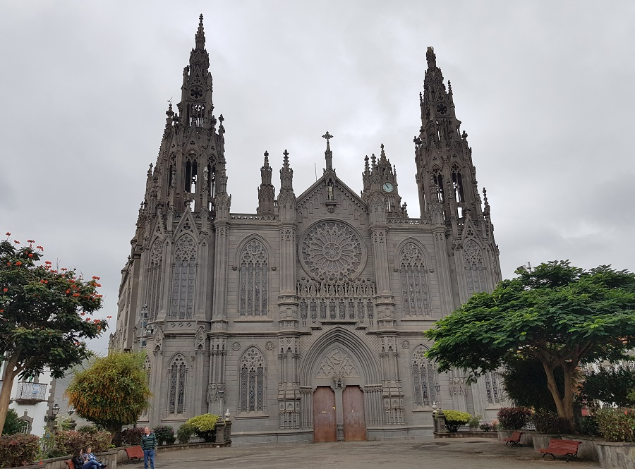 Fachada de la iglesia de San Juan Bautista, Arucas