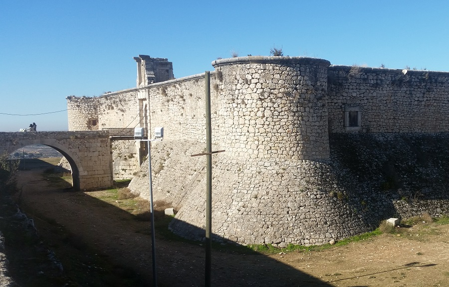 Parte frontal y de entrada al castillo de los Condes de Chinchón