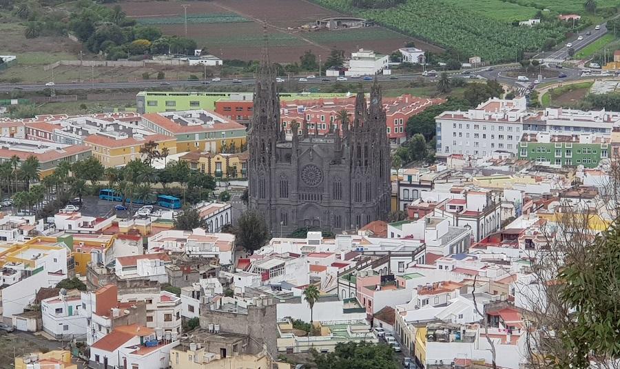 Detalle de la iglesia de San Juan Bautista de Arucas desde el mirador de Las Canteras