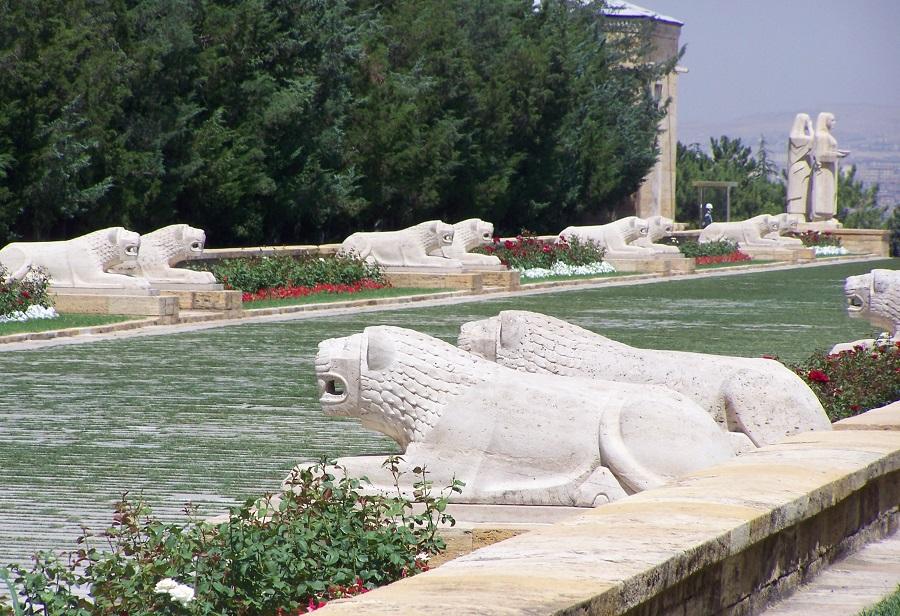 Detalle de los leones de Anitkabir, monumento para Atatürk, Ankara, Turquía