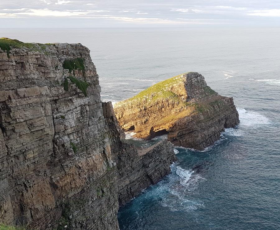 Islote Chouzano, el peñón separado del Cabo Vidio, Cudillero
