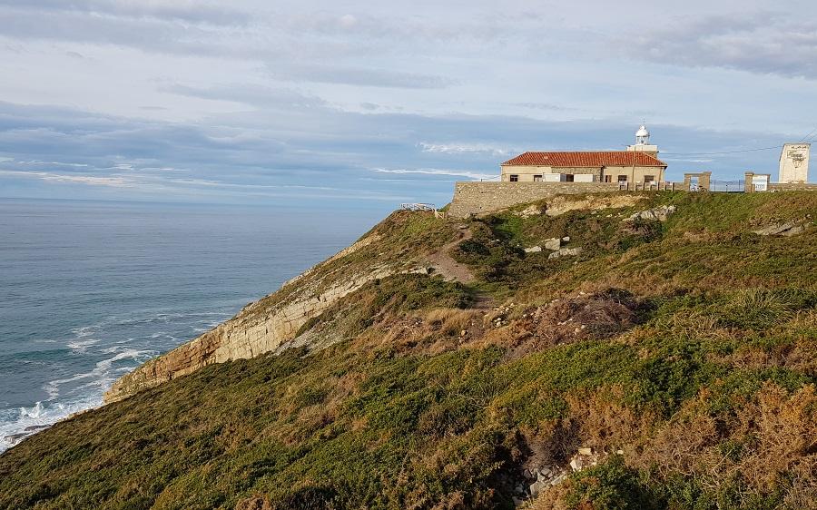 Faro del Cabo Vidio, camino a la playa de Peña Doria, Cudillero