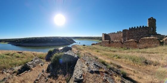 Zamora: las Lagunas de Villafáfila y el castillo de Castrotorafe en el Esla