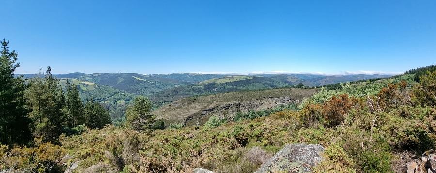 Panorámica sobre San Martín de Oscos desde mitad de ruta a Mina Carmina