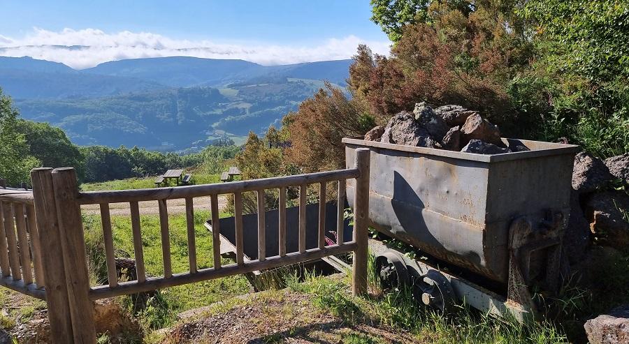 Vagoneta de Peña Tascón y mirador desde la mina